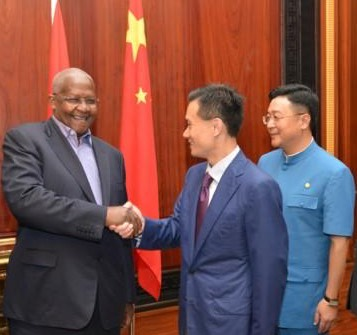Sam Kutesa, UN General Assembly president, CEFC chairman Ye Jianming and his second in command, Chan Chauto 陈秋途 at Ye's appointment as advisor. August 2015.