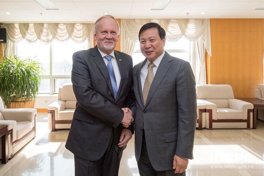 Kalev Kallo, Chairman of Estonia-China Parliamentary Group, meets ILD Vice Minister Qian Hongshan, October 2019. Source: ILD.